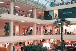 Foxtown vicolungo serravalle shopping outlet tour milan for Milan outlet shopping
